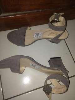 Size: 38/39 /// Heels 3cm / sepatu hak / basic heels / hak tahu / hak kotak