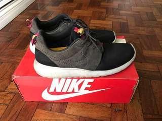 Nike Roshe Run Authentic sz8 men used