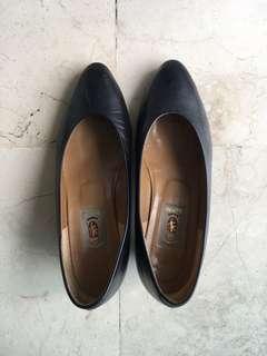 Sepatu kulit hitam made in Japan