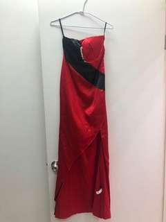🚚 紅黑前開衩洋裝
