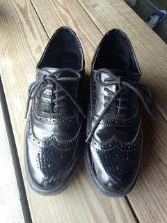 Bershka黑色雕花牛津鞋