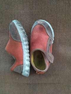 Sepatu merek litlle M