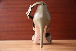 Rupert Sanderson 凱特王妃御用 淺軍綠 金釦 真皮涼鞋 細跟