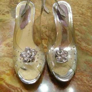 🚚 玻璃鞋