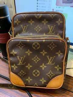 🚚 Louis Vuitton LV M45236 斜背包 小包 記者包 子母包 經典老花
