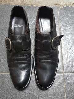 Sepatu kulit uk
