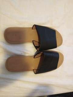 Black/tan slides