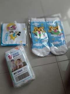 🚚 嬰兒小巾,巧虎襪