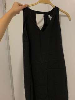 sleeveless simple black dress