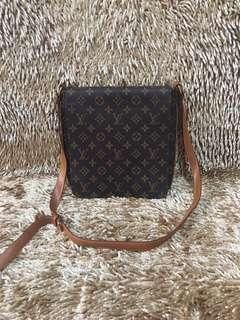 Lv sling mirror quality not authentic