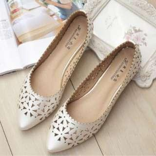 Floral pointy Flat