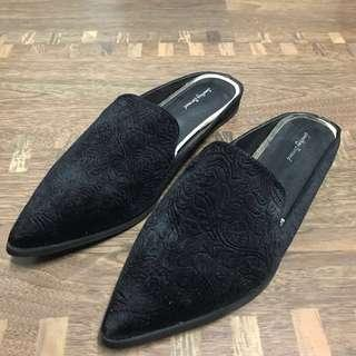 🚚 Suede Slip On's