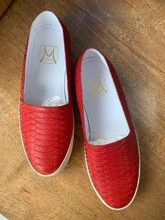 Sepatu Merah Kulit Phyton