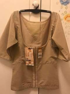清貨大減價!100% New 台灣莎娜美Satami 短袖束衣 (XL碼)