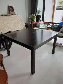 🚚 Dining Table
