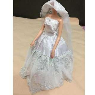 🚚 芭比娃娃高檔蕾絲婚紗禮服4件組