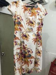 Broken white Flowery dress