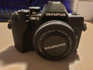 Olympus E-M10 Mark 3 Mirrorless + Accesories