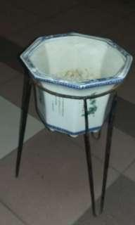 Pots and stand
