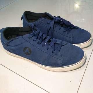 Sepatu Pria Sneakers Airwalk Biru Navy - Bekas / Second - Men Shoes