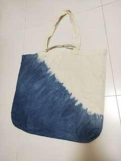 🚚 Dip Dye Tote Bag
