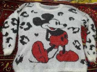 Sweater putih Tulang Micky Mouse