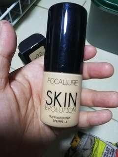 Focallure Foundation (Porcelain) with free powder