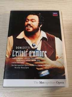 L'elisir d'amore (starring Pavarotti & Blegen)
