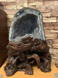 🚚 <Collector's Item> Rare Bluish Agate Lining Crystal Cave