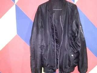 Jacket Hitam boomber