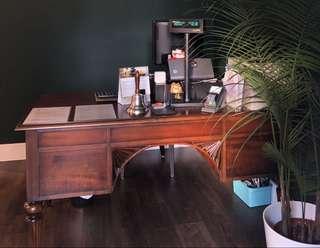🚚 Antique table