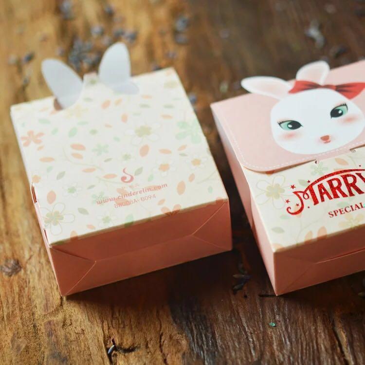 限量 預訂🐰🐰2019 愛兔子新郎新娘 喜糖 嘉賓禮物包裝 賀禮擺設 飾物裝飾 禮物   (一對 兩個 ) MR MRS RABBITS WEDDING CANDY PACKAGES VIP SOUVENIRS DECORATION GIFT