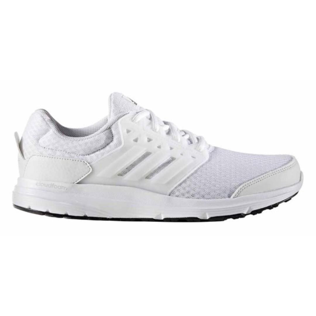 erótico Monet Por adelantado  Adidas Cloudfoam Sneakers (Men) - White - Size US9, UK8.5, Sports, Sports  Apparel on Carousell