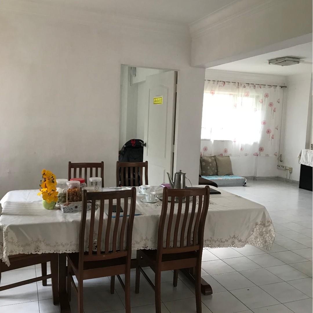 Big and corner 5A with balcony Blk 328 Jurong East St 31 for Sale