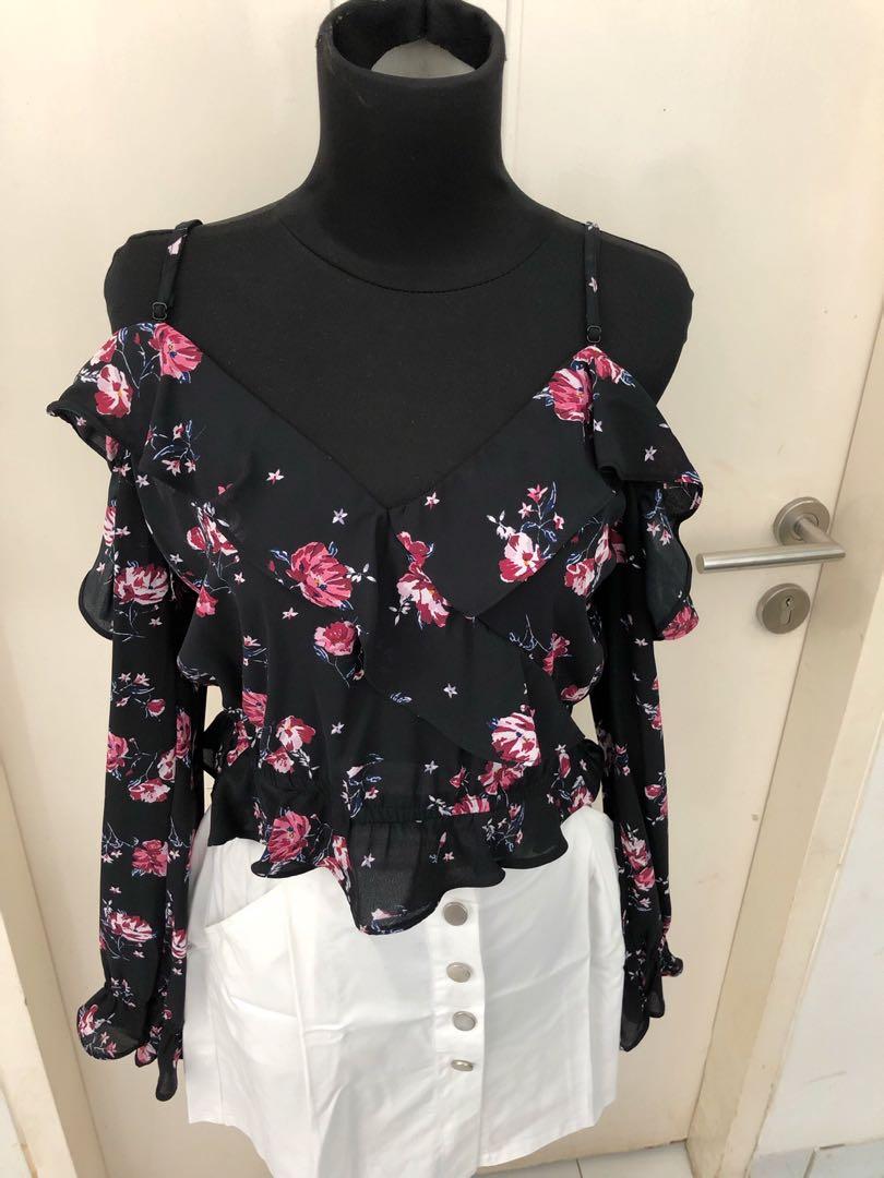 359a7b7f666 H&M Cold Shoulder Blouse - Black Floral, Women's Fashion, Women's ...