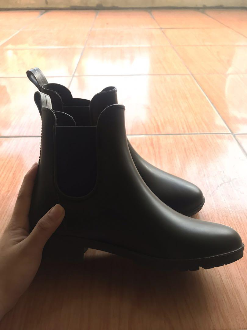 Slip on chelsea boots