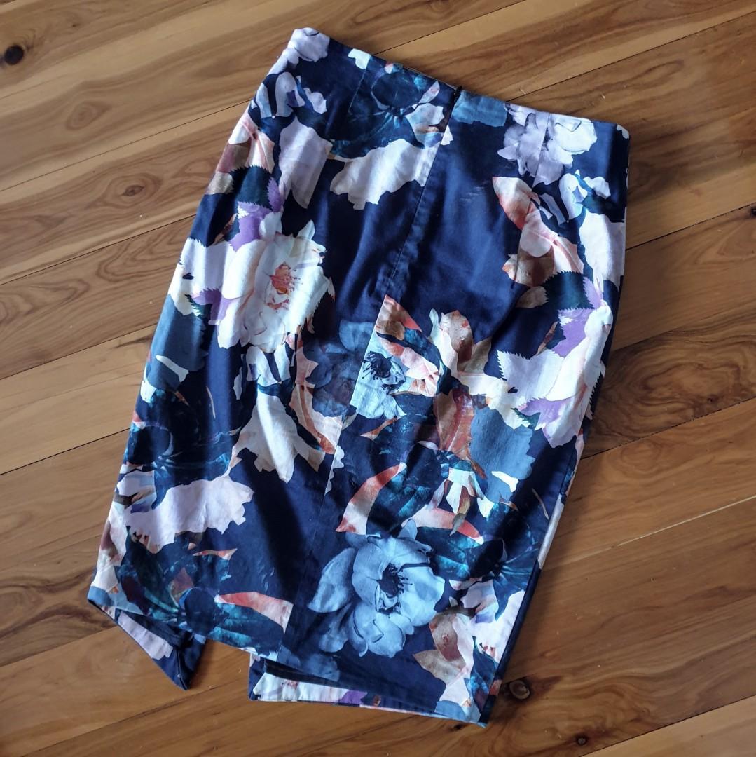 Women's size 8 'PORTMANS' Gorgeous floral print diagonal zip pencil skirt-AS NEW
