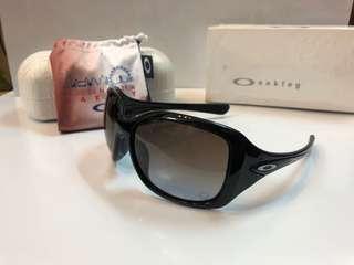Oakley women sunglass