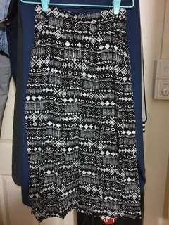 Skirt with side pocket