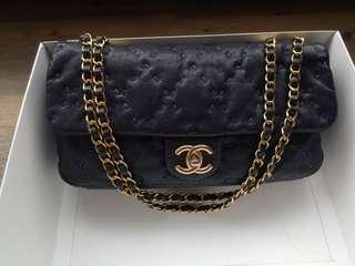 🚚 Authentic Chanel Medium Flap