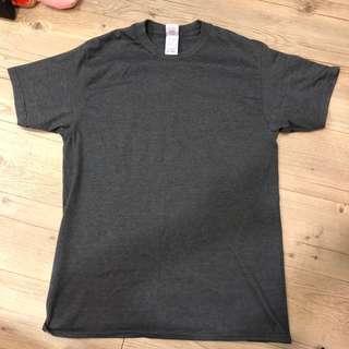 Gildan 鐵灰 短袖T恤上衣