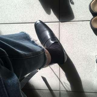 🚚 經典基礎版型樂福鞋 方頭 真皮 25