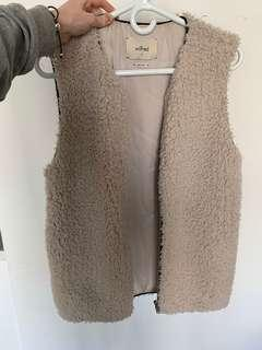 Wilfred sherpa vest - size small