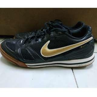 Kasut Futsal Nike 5 Air Gato Black Gold Colourway 8UK 9US