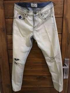 White Ripped Jeans Erigo