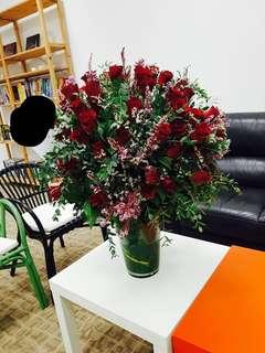 🚚 60 Red Roses in Vase | Table Flowers