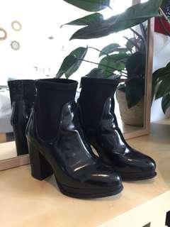 Patent shiny black boots