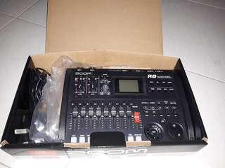 🚚 Zoom R8 Multitrack Recorder Negotiable For Fast Deal