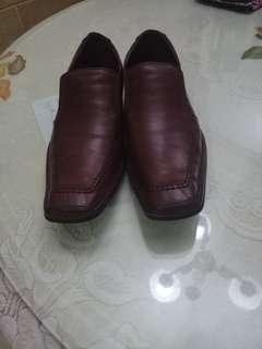 Sepatu Pria Kulit
