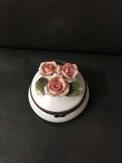陶瓷花戒指盒